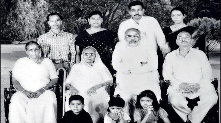 Narendra Modi Biography | Wiki, Age, Height, Family & More